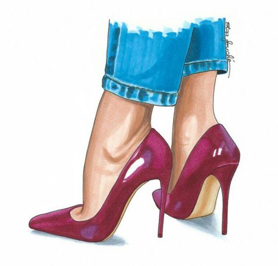 Modelo veste jeans e sapatos de salto alto vermelho escuro.