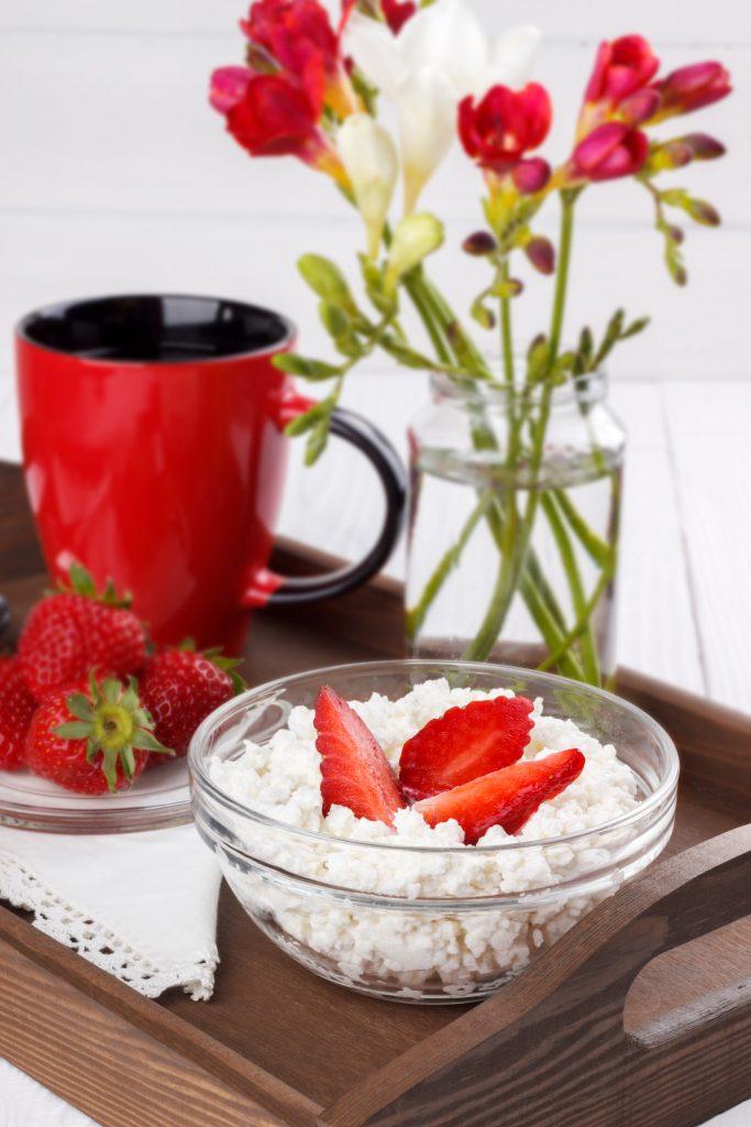 Frutas vermelhas com ricota são uma excelente opção de desjejum para alimentação +60.