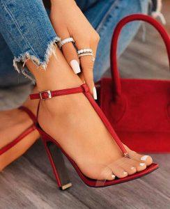 sapatos são importantes para a mulher.