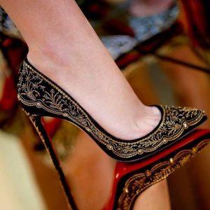 mulheres amam sapatos.