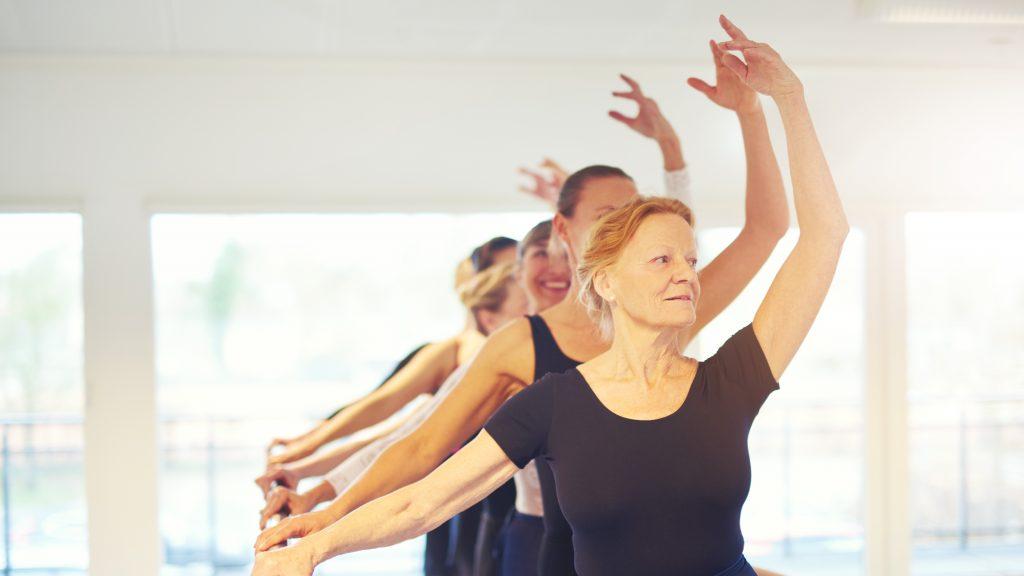 Mulheres maduras se preocupam com tratamento da memória na menopausa.