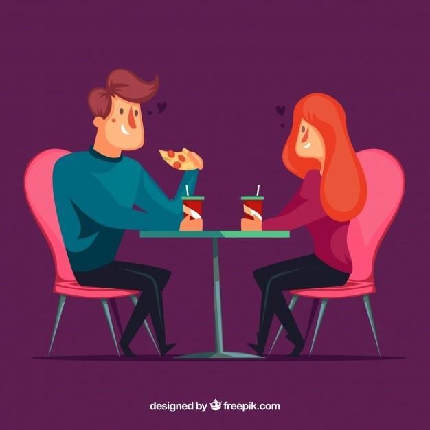 Jovem casal come pizza em restaurante sugerindo que casar engorda.