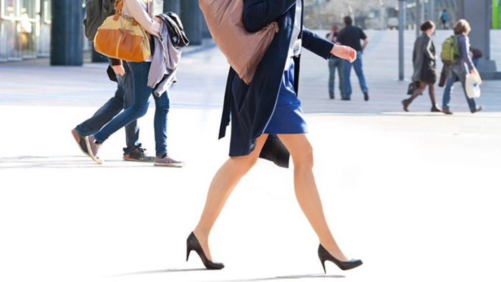 Na mulher +40 as dores no corpo podem interferir na escolha dos sapatos.
