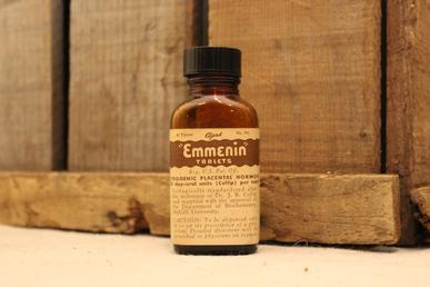 Vidro do remédio Emmenin desenvolvido para tratar a Menopausa.