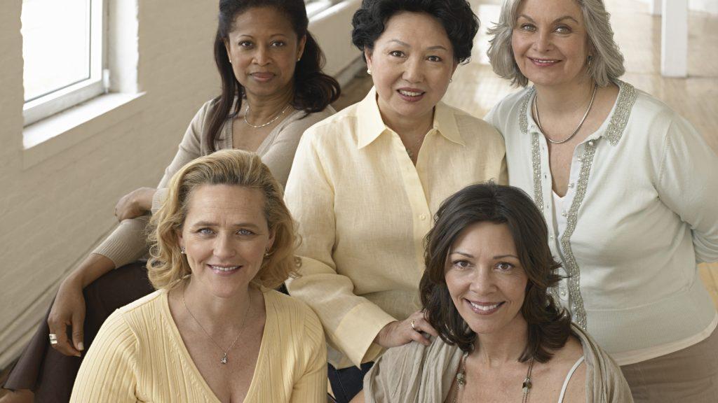 A duração dos calores da menopausa preocupa mulheres de diferentes etnias .