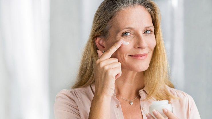 A mulher +50 deveria se maquiar mesmo no dia a dia.